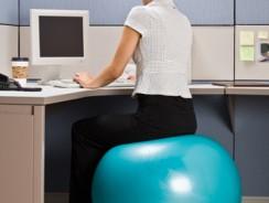Voici pourquoi vous devriez changer votre chaise contre un ballon de gym