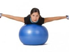 Exercices pour muscler les bras avec ballon de gym