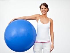 Exercices pour muscler les épaules avec ballon de gym
